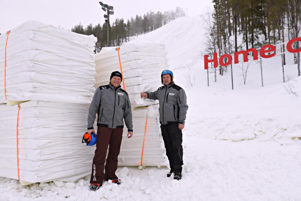 Levillä aloitettu lumensäilöntä – Uudet peitteet vähentävät lumihävikin jopa 5 prosenttiin